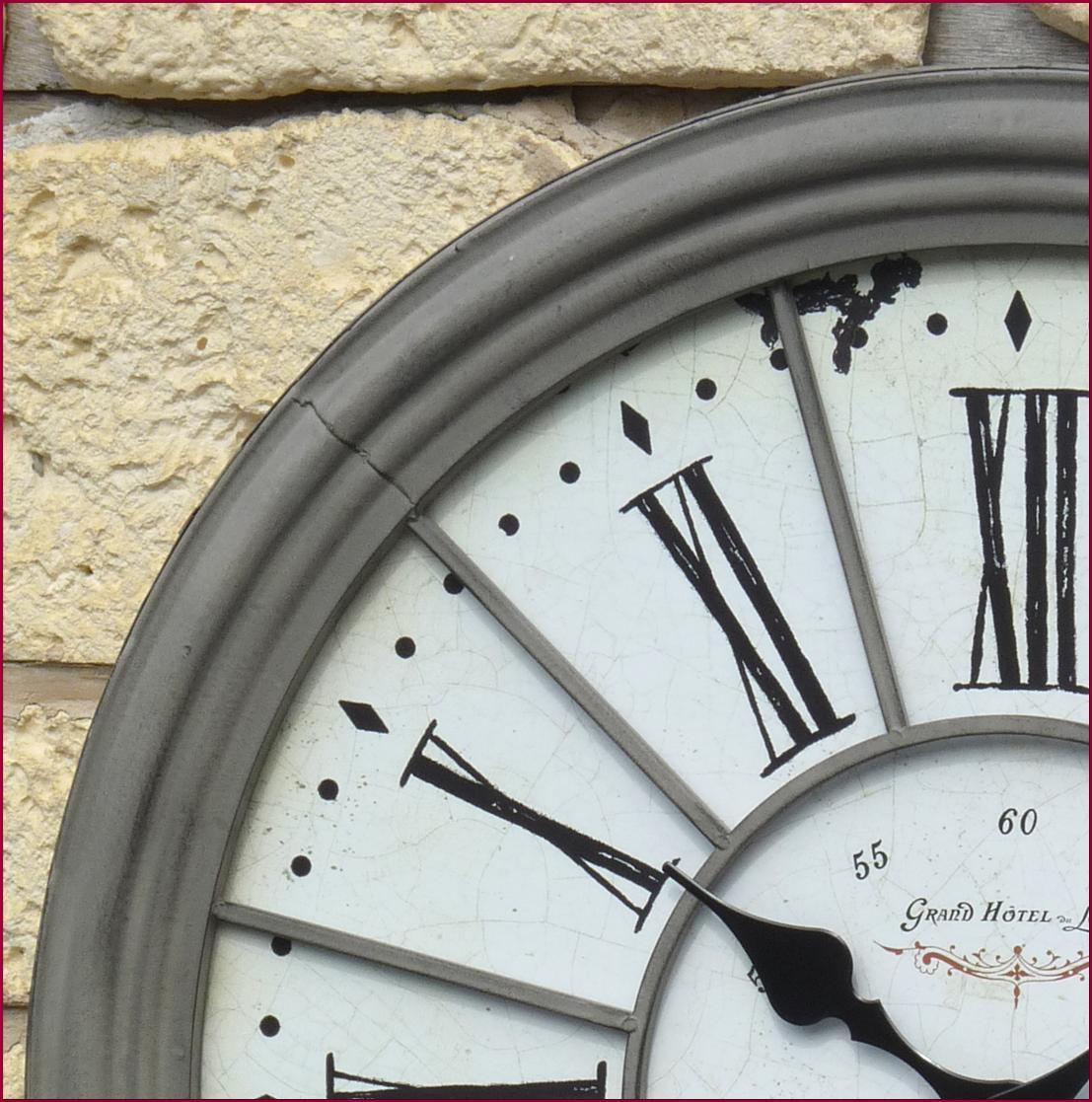 style ancienne grande horloge pendule murale en fer de. Black Bedroom Furniture Sets. Home Design Ideas